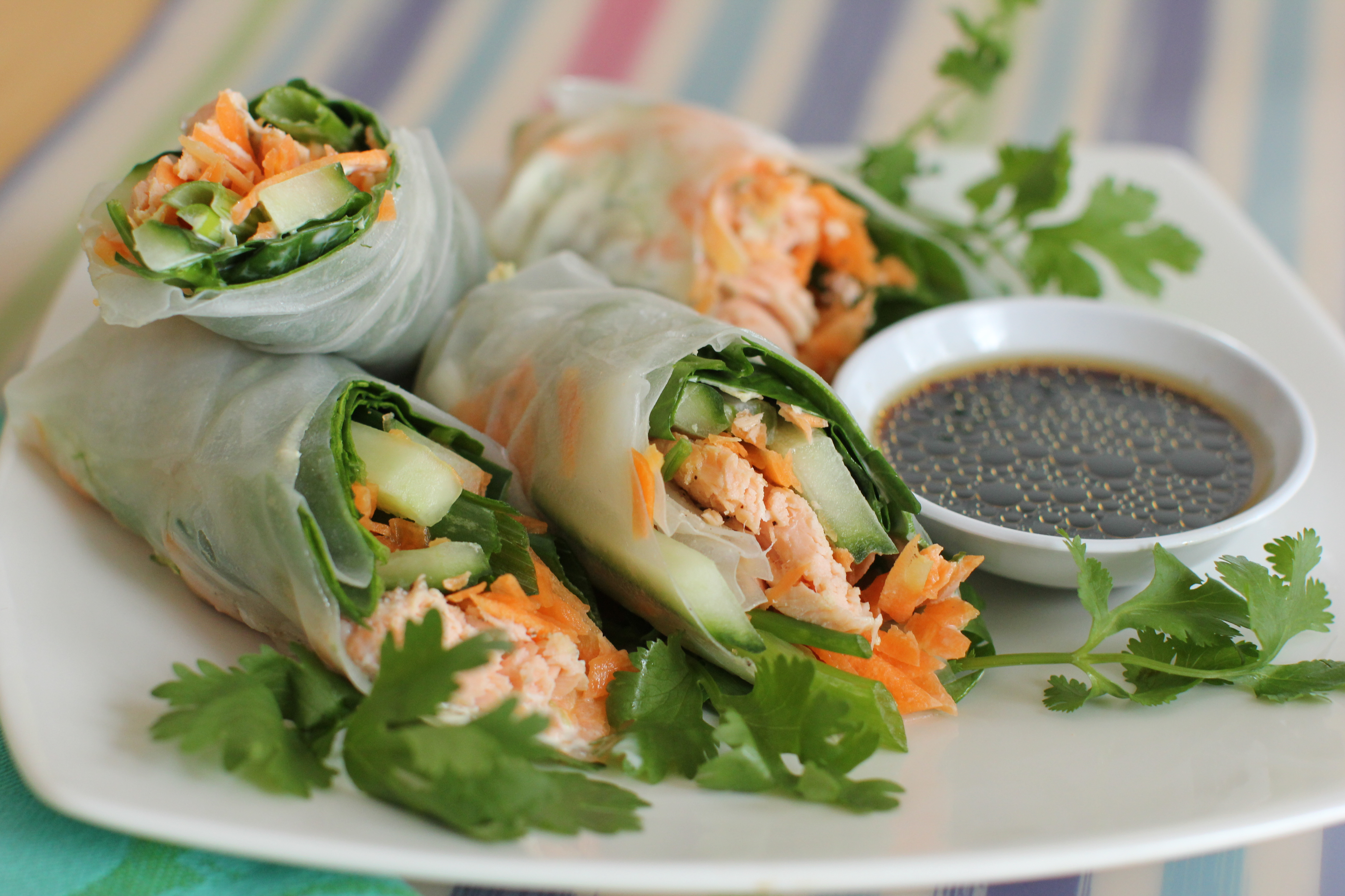 Spinach And Salmon Salad Rolls
